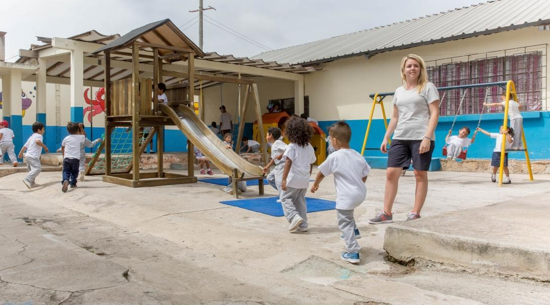 An intern gains social work experience in Ecuador working with local children